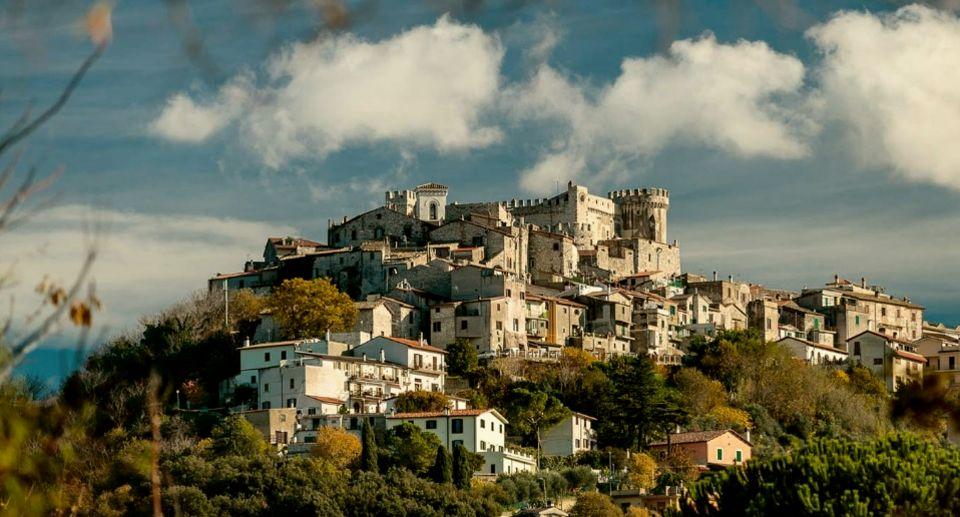 Vista del Castello Orsini di Nerola e del borgo