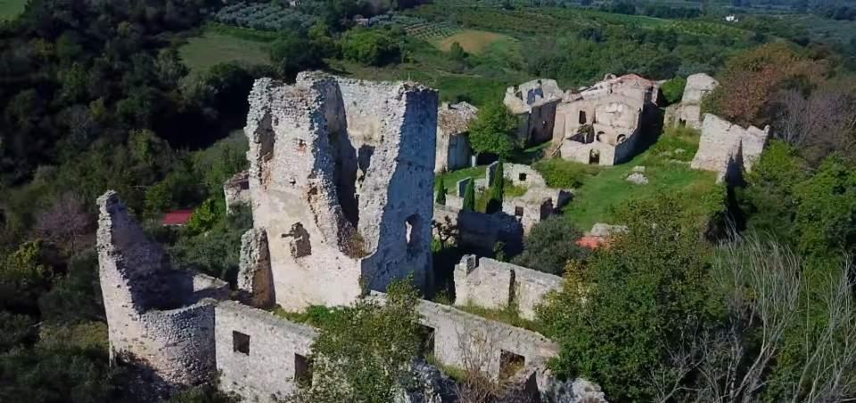 Il borgo fantasma di Stazzano Vecchio