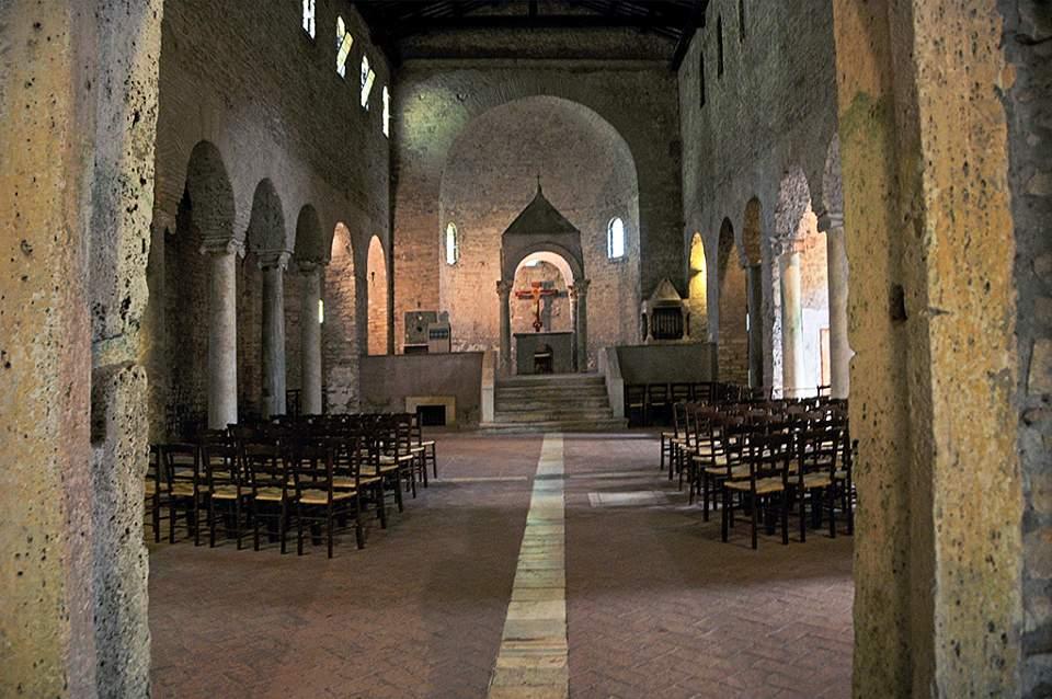 Chiesa di San Giovanni in Argentella, vista della navata centrale