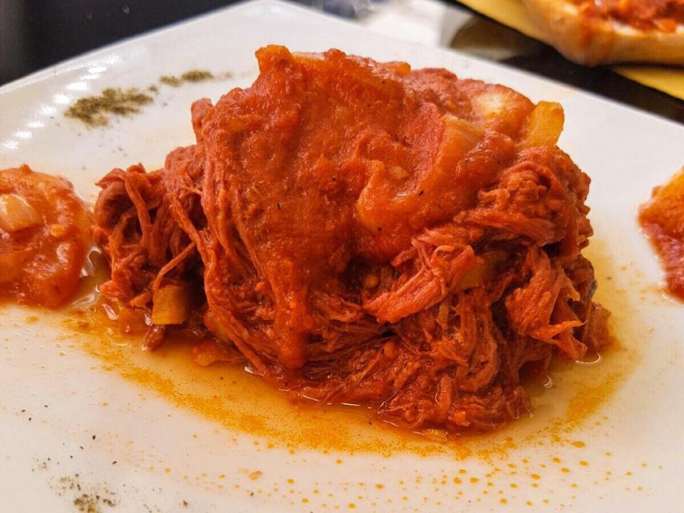 Lesso alla picchiapò, secondo piatto tipico della cucina popolare romana