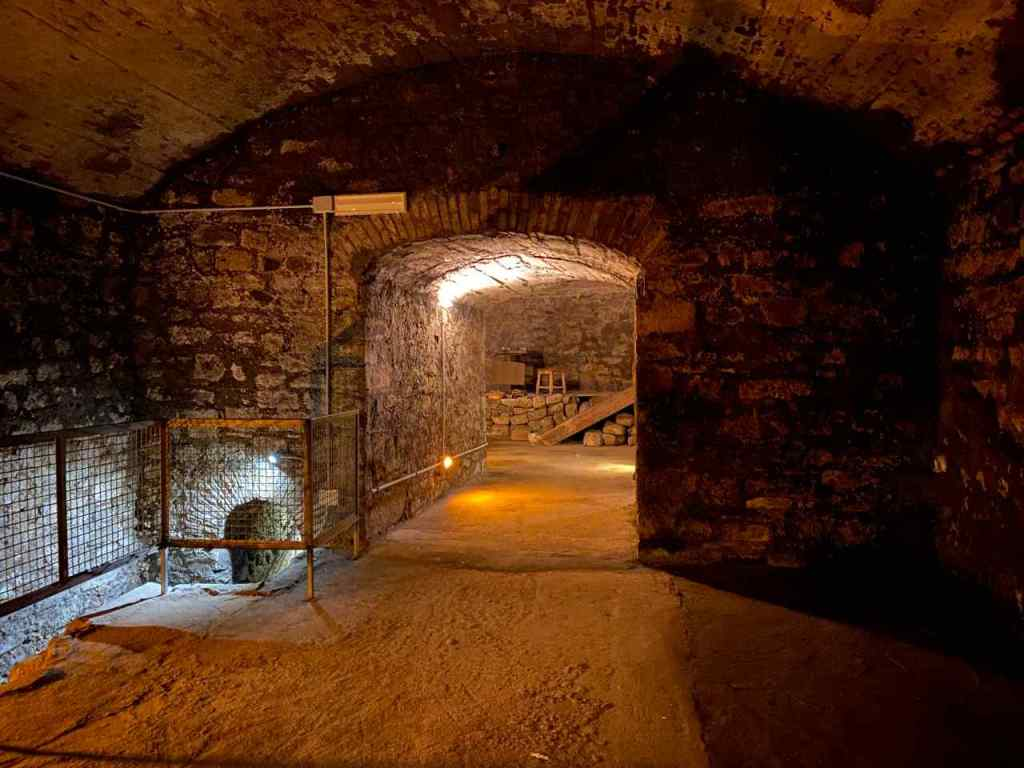 Vista di una delle gallerie della Viterbo Sotterrranea dell'itinerario ipogeo di via Chigi