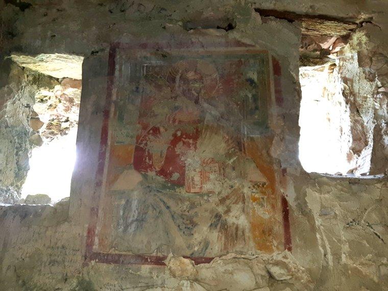 Borgo fantasma di Antuni sul Lago del Turano, affresco all'interno dell'Eremo di San Salvatore