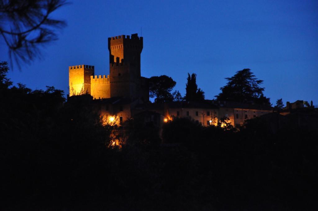 Il Castello di Proceno di notte, location romantica per San Valentino