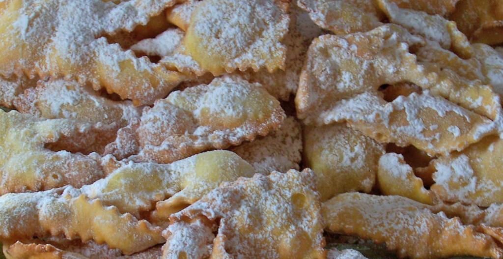 Le frappe, dolce tipico del Carnevale nel Lazio e nell'Italia Centrale.