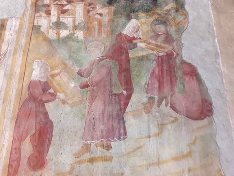 Affile, oltre ad essere la patria del vino Cesanese, è il luogo dove San Benedetto compì il suo primo miracolo. Nell'immagine, affresco del miracolo di San Benedetto nella chiesa di San Pietro ad Affile.