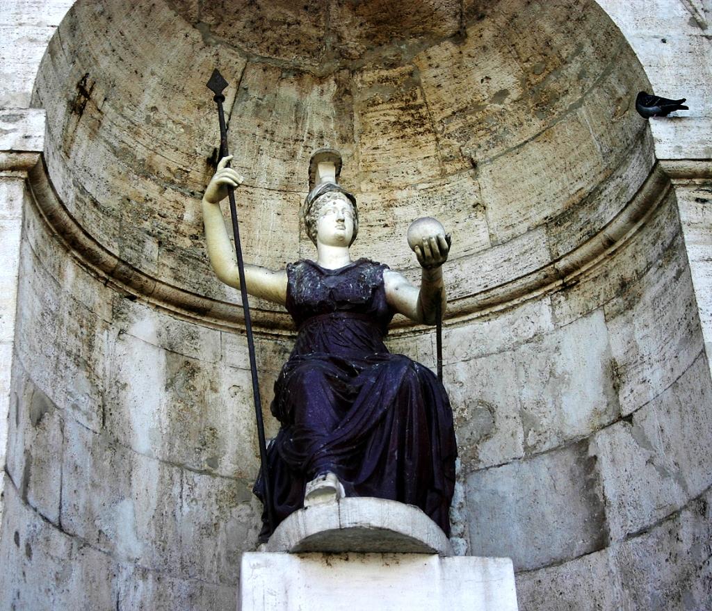 Statua della Dea Minerva al Campidoglio. Minerva era festeggiata il giorno 19 di marzo, pochi giorni prima o dopo l'equinozio di Primavera