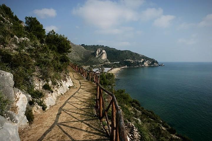Antica via Flacca, strada romana in parte ancora visibile e percorribile a piedi nel tratto di costa tra Gaeta e Sperlonga.