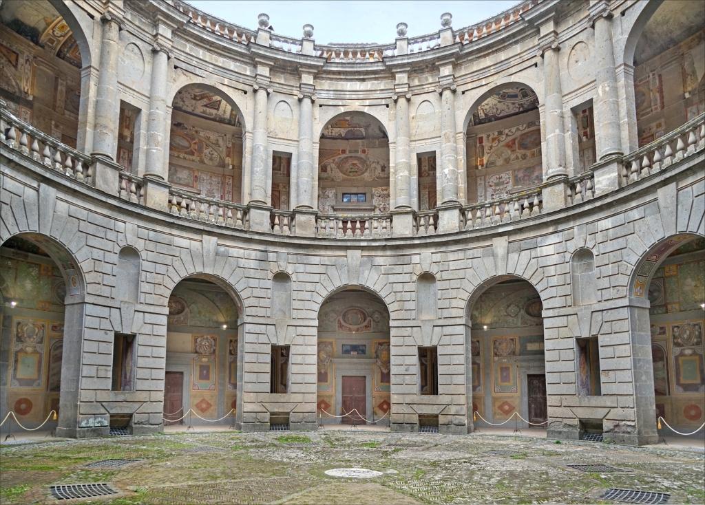 Caprarola - Palazzo Farnese - Cortile Interno Circolare