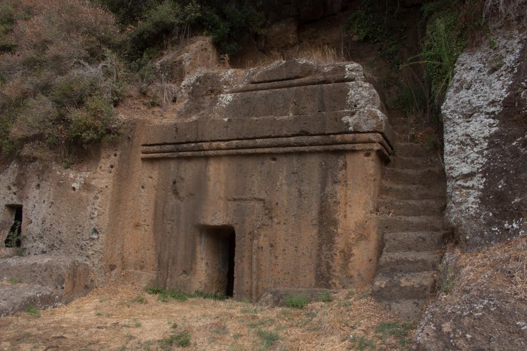 Blera - Necropoli Etrusca - Esempio di Tomba a dado