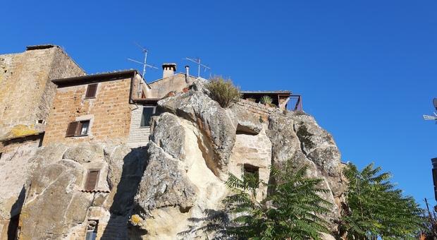 Borgo di Chia - veduta dal basso