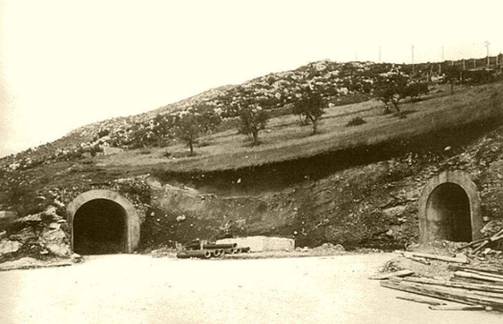 Due ingressi alle gallerie del Monte Soratte scavate tra il 1939 ed il 1943 su ordine di Benito Mussolini per la costruzione di un bunker antiaereo