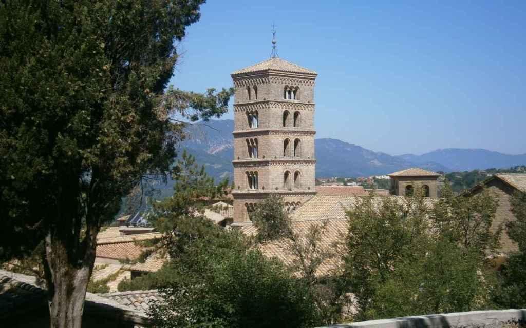 Il Campanile romanico della Cattedrale del Monastero di Santa Scolastica a Subiaco.