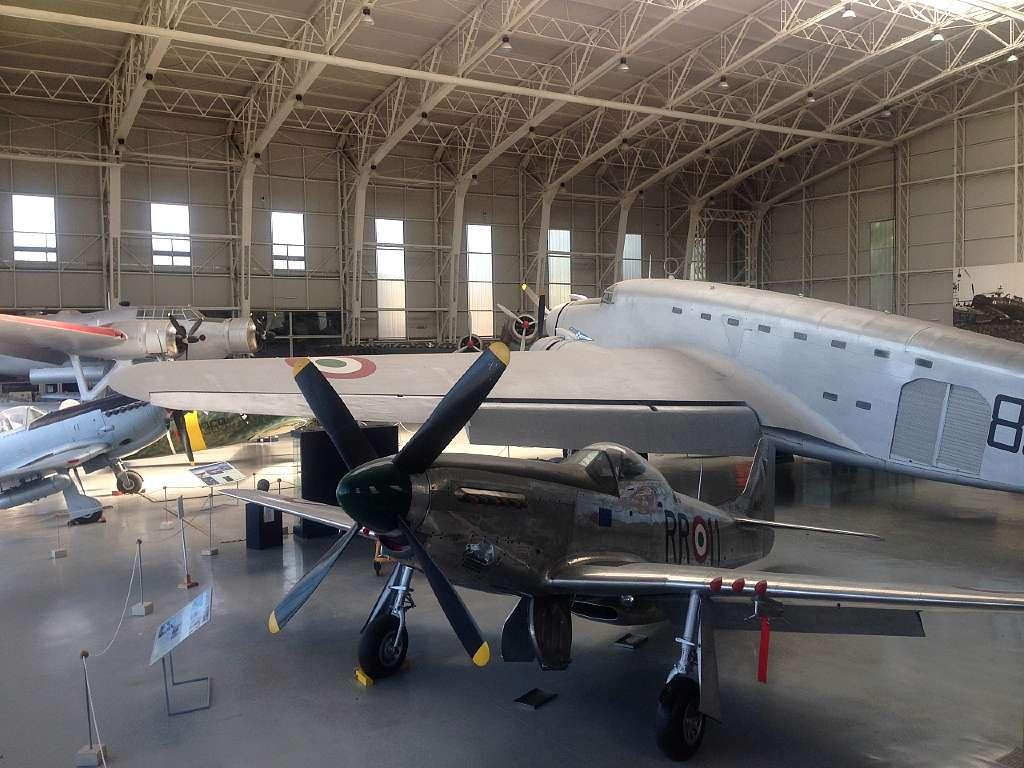 Vista di alcuni velivoli esposti nell'Hangar Badoni, nel Museo dell'Aeronautica Militare di Vigna di Valle