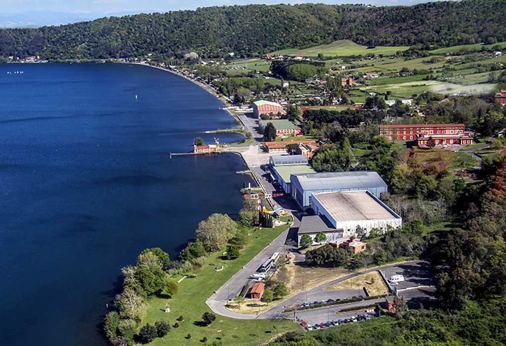 Vista aerea del Museo Storico dell'Aeronautica Militare di Vigna di Valle, localizzato sulle sponde del Lago di Bracciano.