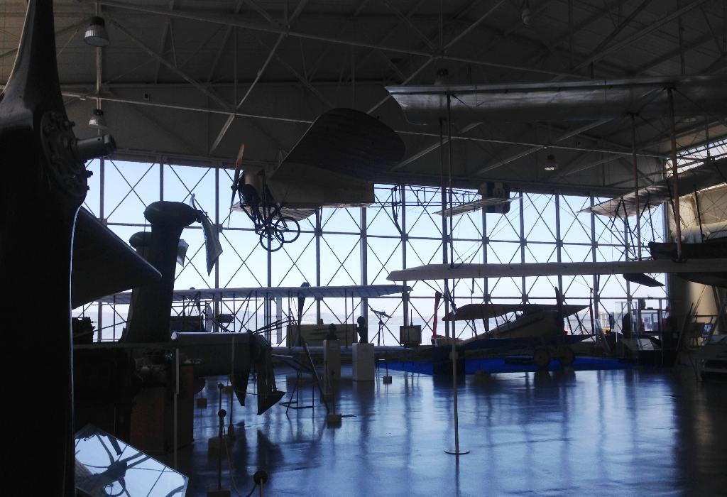 Museo dell'Aeronautica Militare di Vigna di Valle, interno di uno degli hangar espositivi affacciati sul Lago di Bracciano