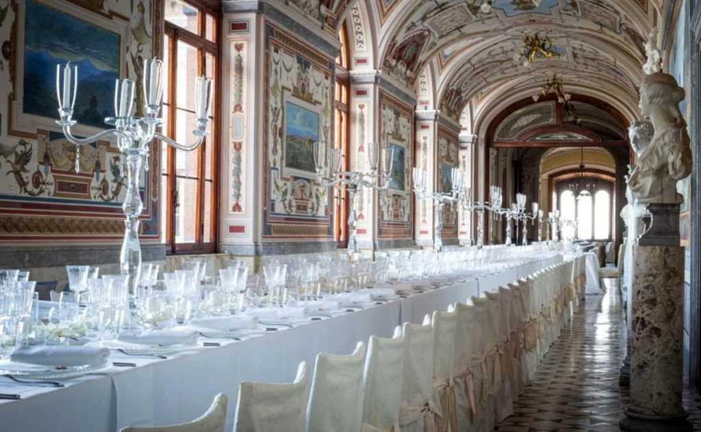 Castello di Torre Alfina, vista di una delle gallerie interne, interamente affrescate, utilizzate per celebrare matrimoni da favola.